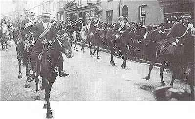 Queen Street, 1911. Horsemen lead the procession celebrating the Coronation of King George V.